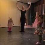 Kleuterdans balletoefeningen